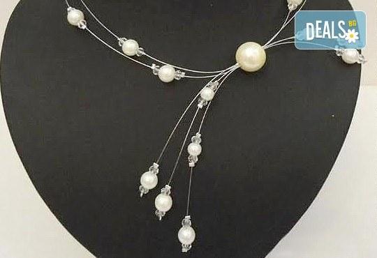 Бъдете различни с асиметрично колие от бели перли с висулки от www.krasivibijuta.com! - Снимка 1