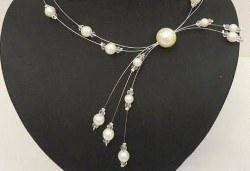 Асиметрично колие от бели перли с висулки от www.krasivibijuta.com