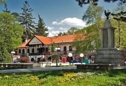 През март в Соко баня и Ниш, Сърбия: 1 нощувка със закуска и вечеря и транспорт