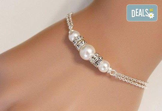 Гривна от бели перли с разделители от кристали от www.krasivibijuta.com! - Снимка 1