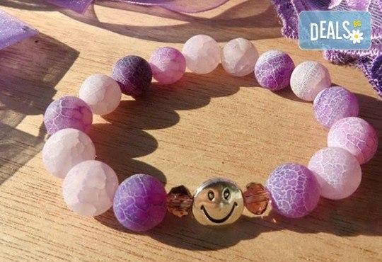 Подарете запомнящ се подарък с камък, който носи мир и спокойствие! Гривна от лилав напукан ахат от www.krasivibijuta.com! - Снимка 1