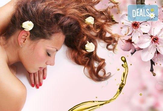 Подарък за 8-ми март! 70-минутен релакс с класически или кралски смесен масаж на цяло тяло и бонус в RG Style - Снимка 1