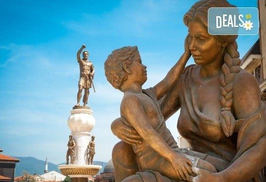 За 3-ти март на разходка за един ден в Скопие, Македония, с Глобус Турс! Транспорт, водач от агенцията и програма - Снимка 4