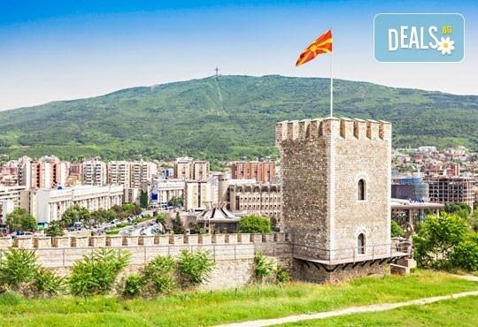 За 3-ти март на разходка за един ден в Скопие, Македония, с Глобус Турс! Транспорт, водач от агенцията и програма - Снимка 3