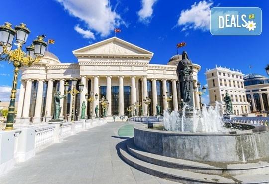 За 3-ти март на разходка за един ден в Скопие, Македония, с Глобус Турс! Транспорт, водач от агенцията и програма - Снимка 1