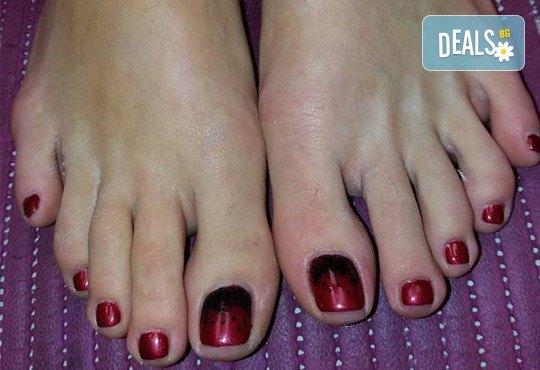 Поглезете се и изглеждайте безупречно с дълготраен педикюр с гел лак BlueSky или Clarisa в салон Beautiful Nails - Снимка 4