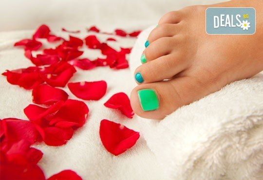Класически педикюр за перфектно поддържани крака в салон за красота Beautiful Nails - Снимка 2
