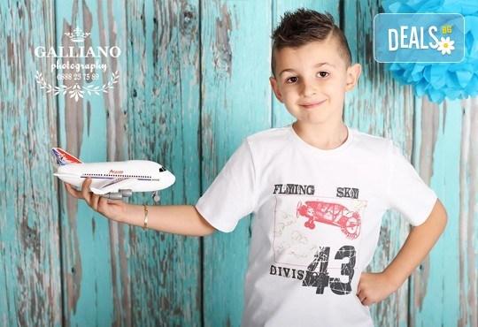 Професионална фотосесия за бебета и деца в студио с красиви декори с 35 обработени кадъра от GALLIANO PHOTHOGRAPHY - Снимка 3
