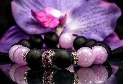 Ръчно изработени гривни от естествени камъни и подаръчна кутийка от TSVjewelry