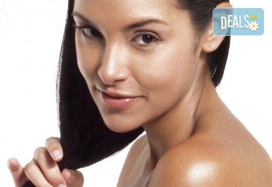 Терапия за увредена коса, против косопад или пърхот, измиване с шампоан и нанасяне на маска и подхранващо олио и ежедневна прическа в Studio One - Снимка 1