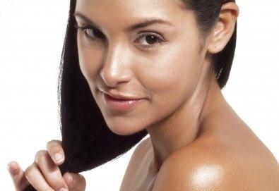 Терапия за увредена коса, против косопад или пърхот, измиване с шампоан и нанасяне на маска и подхранващо олио и ежедневна прическа в Studio One - Снимка