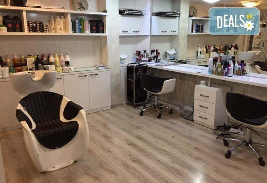 Подстригване, терапия за коса с кератин за възстановяване и блясък с професионални италиански продукти Selective Professional и прическа в Studio One - Снимка 4