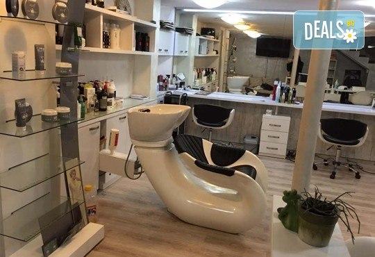 Подстригване, терапия за коса с кератин за възстановяване и блясък с професионални италиански продукти Selective Professional и прическа в Studio One - Снимка 5