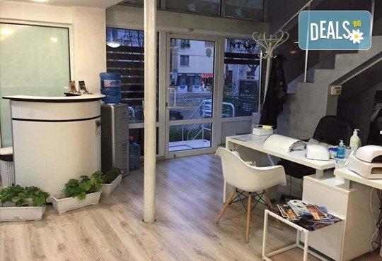 Подстригване, терапия за коса с кератин за възстановяване и блясък с професионални италиански продукти Selective Professional и прическа в Studio One - Снимка 6