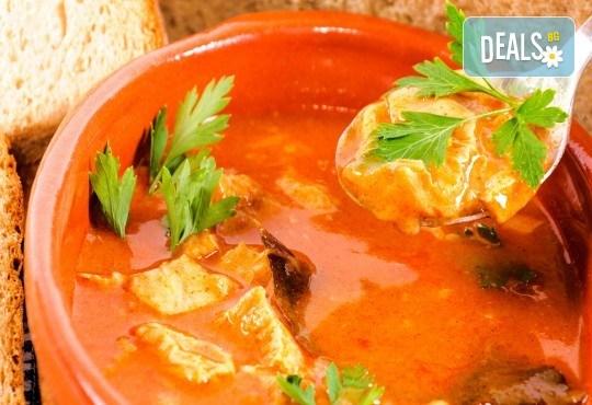 Вкусен обяд! Супа и готвено ястие по избор в Ресторант-механа Мамбо в центъра на София! - Снимка 3