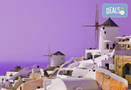 Почивка на остров Санторини - перлата на Гърция! 6 нощувки със закуски, фериботни такси и билети с транспорт и водач от България Травел - Снимка 2