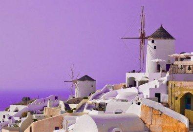 Почивка на остров Санторини - перлата на Гърция! 6 нощувки със закуски, фериботни такси и билети с транспорт и водач от България Травел - Снимка