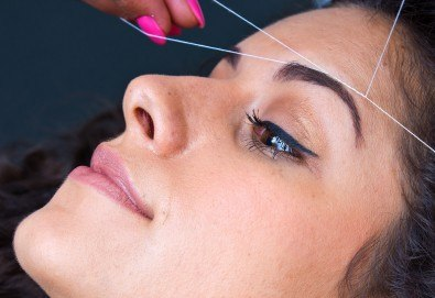 Почистване на лице от нежелано окосмяване с конец и оформяне на вежди от салон за красота Bellisima! - Снимка