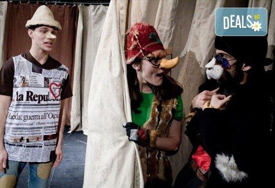 Каним Ви на театър с децата! Гледайте Пинокио в Младежки театър, Голяма сцена на 19.03, от 11:00 ч., един билет - Снимка 3