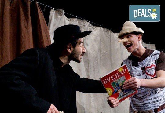 Каним Ви на театър с децата! Гледайте Пинокио в Младежки театър, Голяма сцена на 19.03, от 11:00 ч., един билет - Снимка 1