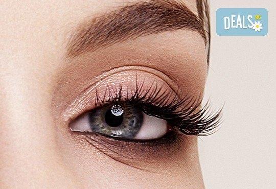 Нов метод за поставяне на изкуствени мигли - английски копринени мигли косъм по косъм и 3D мигли в салон за красота Валентина - Снимка 1