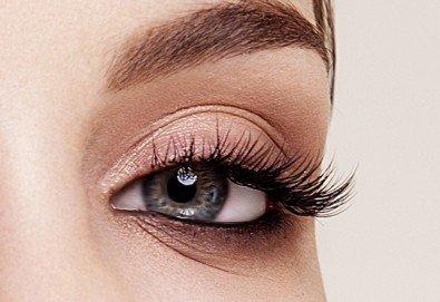 Нов метод за поставяне на изкуствени мигли - английски копринени мигли косъм по косъм и 3D мигли в салон за красота Валентина - Снимка