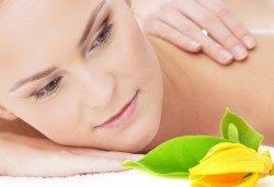 Поглезете сетивата си с антистрес масаж Танцът на гейшата в лилаво с етерично масло от иланг-иланг от Лаура стайл! - Снимка