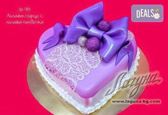 Романтична торта - сърце с рози, пеперуди или панделка с пълнеж по Ваш избор от Виенски салон Лагуна! - Снимка 2