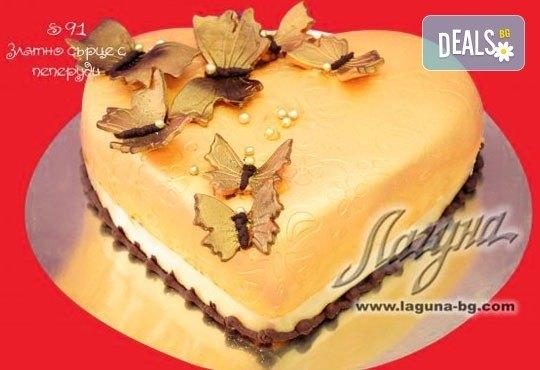 Романтична торта - сърце с рози, пеперуди или панделка с пълнеж по Ваш избор от Виенски салон Лагуна! - Снимка 3