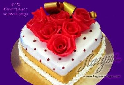 Романтична торта - сърце с рози, пеперуди или панделка с пълнеж по Ваш избор от Виенски салон Лагуна! - Снимка