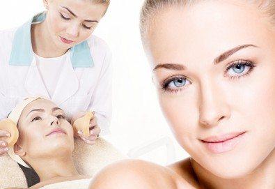 Перфектна кожа! Почистване на лице, лечебен масаж и оформяне на вежди, по желание на клиента, в Marbella Beauty Studio!