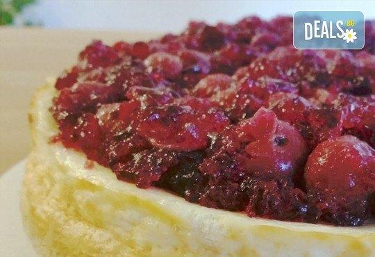 Изберете изкушаващ чийзкейк Вишна, 16 парчета, с натурални продукти от сладкарница Cheesecakers! - Снимка 2