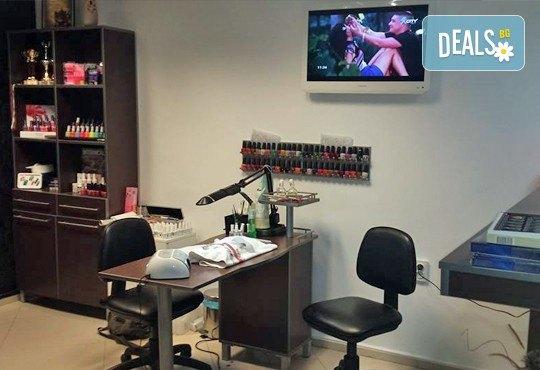 Класически или френски маникюр с лакове O.P.I. или с гел лак Gelish, 2 декорации и бонус 10% отстъпка от всички услуги в Beauty Studio Flash G! - Снимка 8