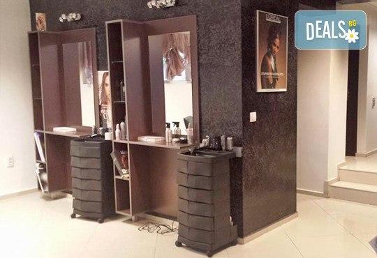 Измиване с професионални продукти LOREAL, KEAUNE или LISAP, според типа коса, оформяне на прическа със сешоар или преса и стилизиране в Beauty Studio Flash G! - Снимка 5