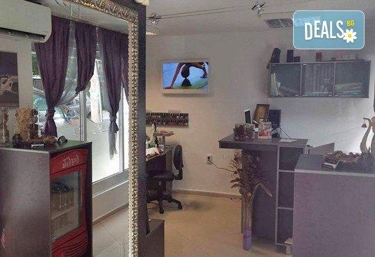 Измиване с професионални продукти LOREAL, KEAUNE или LISAP, според типа коса, оформяне на прическа със сешоар или преса и стилизиране в Beauty Studio Flash G! - Снимка 6