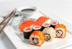 Вкусно и екзотично! Суши сет сьомга с 26 или 48 хапки от Club Gramophone - Sushi Zone! - Снимка