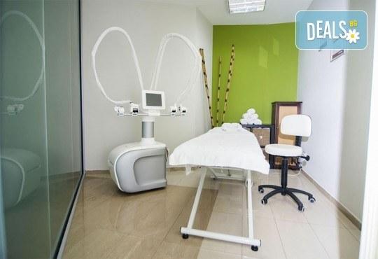 Във форма за лятото! 1 антицелулитна процедура с Vela Shape на 2 зони - корем и бедра или бедра и ханш в Jewel Skin Clinic! - Снимка 3