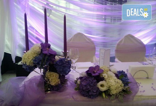За Вашата сватба! Цветя за сватбената маса - флорална аранжировка, булченски букет, декорация за кола или цялостна декорация с цветя + консултация със сватбен агент от Сватбена агенция Вю Арт! - Снимка 3