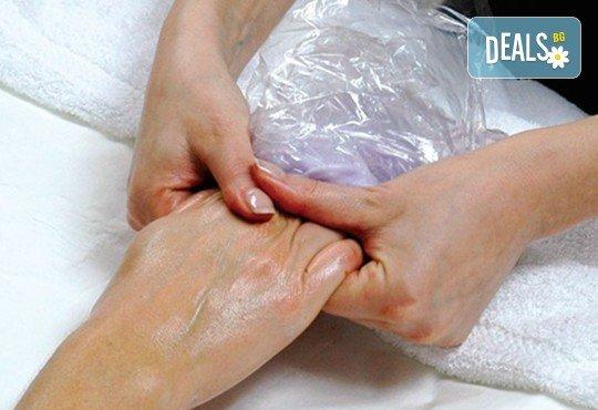 Възстановяваща парафинова терапия за лице и/ или за ръце плюс витаминозна терапия за нокти, в Студио за красота Galina! - Снимка 3