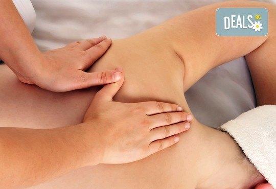 Китайски лечебен масаж на гръб при плексит и лумбалгия в холистичен център Physio Point! - Снимка 2