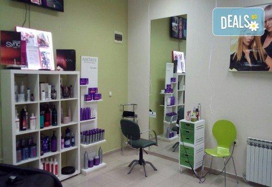 Иновативна фотон лазер терапия за коса с колаген, хайвер, ботокс и арган, измиване, нанасяне на флуид с инфраред преса и оформяне със сешоар в Женско царство - Център /Хасиенда/! - Снимка 6
