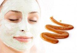 Комбинирана еко СПА терапия за лице със злато, карамел и натурални билки и подарък релаксиращ масаж на лице с масажен гел с мляко и мед в салон Вили - Снимка