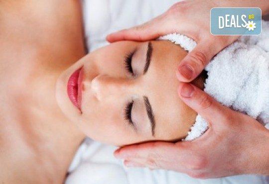 Терапия за по-млада и гладка кожа с 30-минутен хигиенно-козметичен масаж на лице и шия в салон Вили - Снимка 2