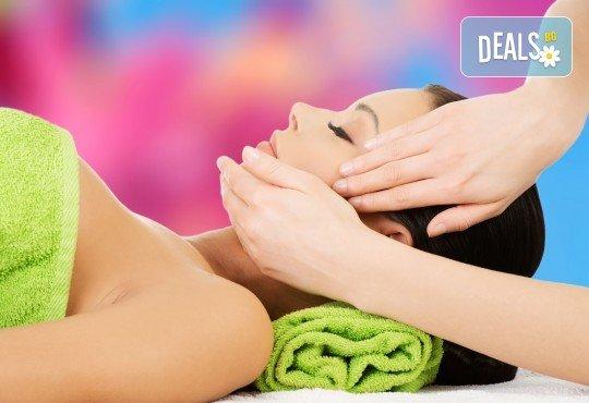 Терапия за по-млада и гладка кожа с 30-минутен хигиенно-козметичен масаж на лице и шия в салон Вили - Снимка 1