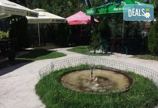 Почивка в Добринище! 1 нощувка със закуска и вечеря в къща за гости Андрееви, отстъпка за ползване на минерален басейн! - Снимка 14