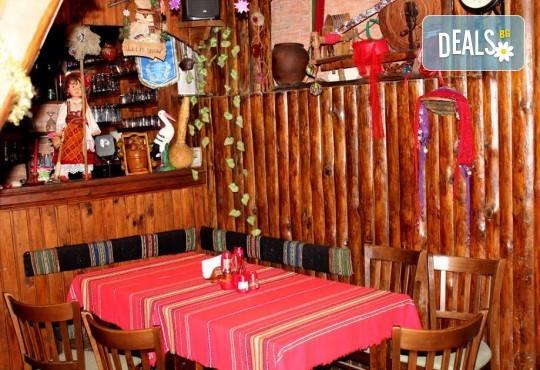 Почивка в Добринище! 1 нощувка със закуска и вечеря в къща за гости Андрееви, отстъпка за ползване на минерален басейн! - Снимка 9
