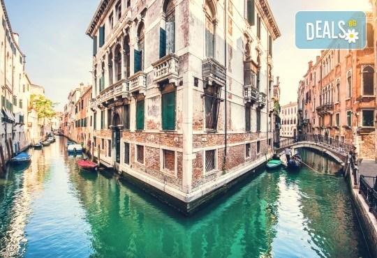 Петдневна екскурзия до Италия с посещение на Венеция, о. Мурано, о. Бурано, Сирмионе и Верона! 3 нощувки със закуски, транспорт и водач от Еко Тур! - Снимка 1