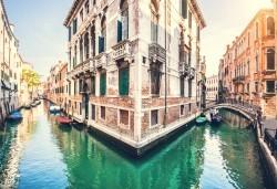Петдневна екскурзия до Италия с посещение на Венеция, о. Мурано, о. Бурано, Сирмионе и Верона! 3 нощувки със закуски, транспорт и водач от Еко Тур! - Снимка