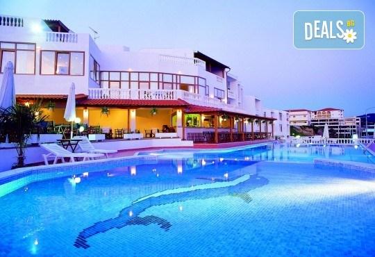 Мини почивка в Уранополи, Халкидики през май! 3 нощувки със закуски и вечери в хотел Akti Ouranoupoli Beach Resort 4* и транспорт - Снимка 1