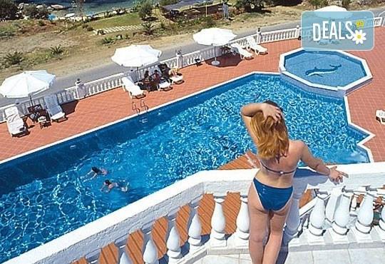 Мини почивка в Уранополи, Халкидики през май! 3 нощувки със закуски и вечери в хотел Akti Ouranoupoli Beach Resort 4* и транспорт - Снимка 8